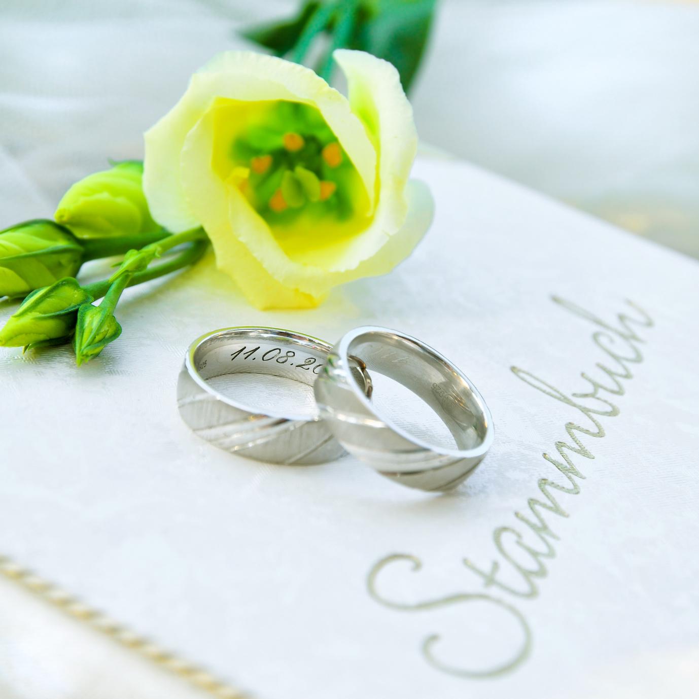 Gravur von Ehe- und Trauringen